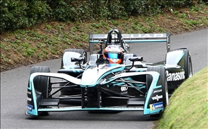 Mitch Evans cuts it fine at Kennel in the Jaguar Formula E (Ian Beard)